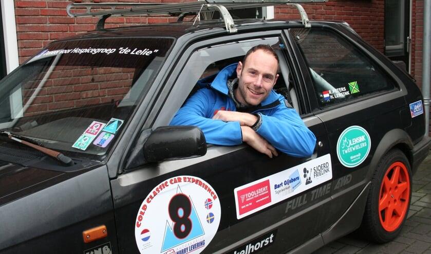 Ronny Peters in zijn Mazda. Foto: Verona Westera