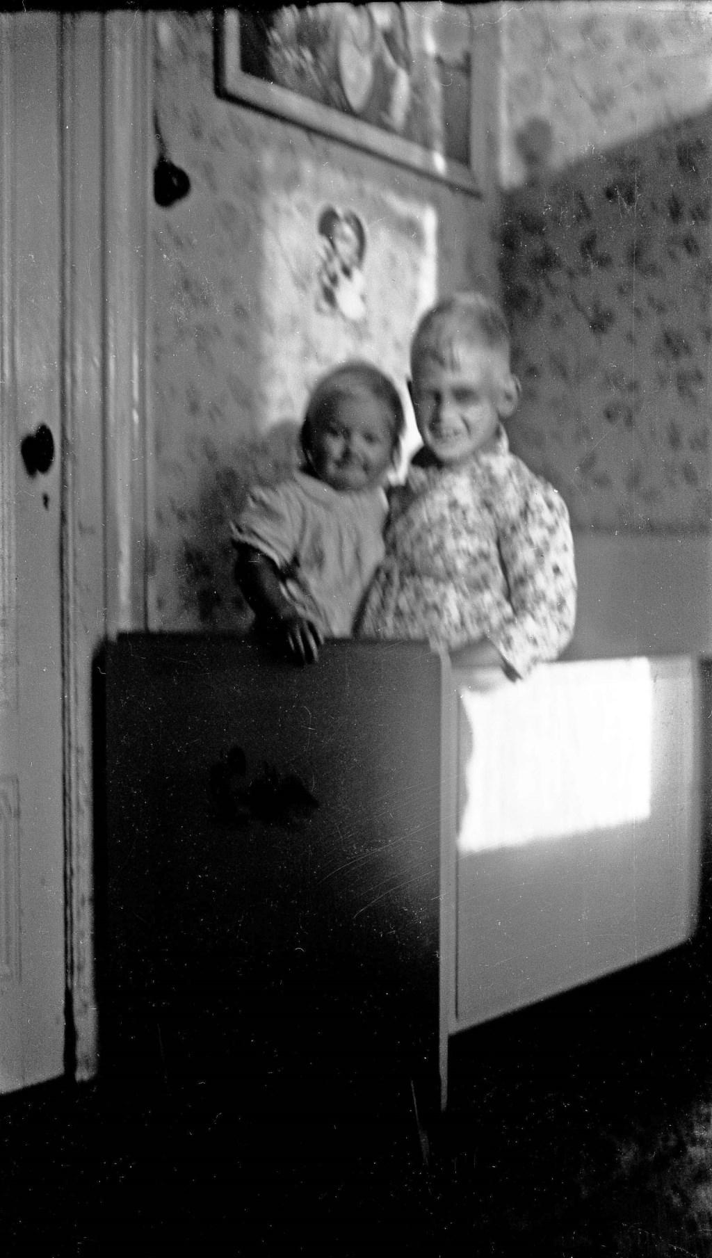 1942. Het kinderbedje op de bovenverdieping van het stationsgebouw. Foto: PR  © Achterhoek Nieuws b.v.