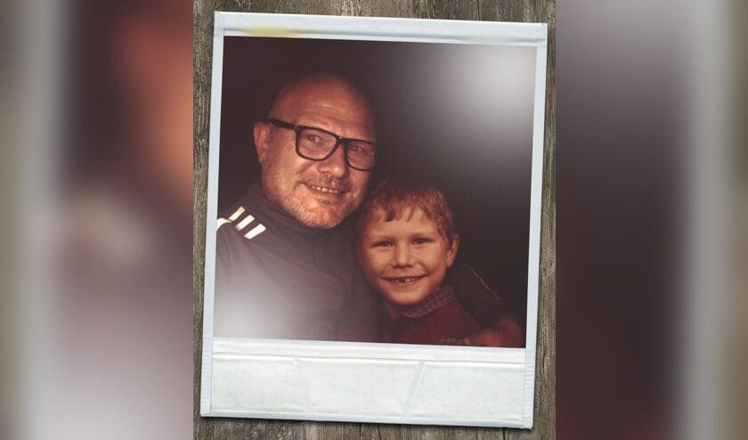 Ard Gelinck zelf met zijn jongere versie. Foto: Ard Gelinck