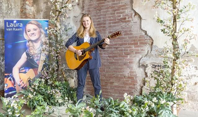 Laura van Kaam als wedding performer. Foto: Henk van Raaij