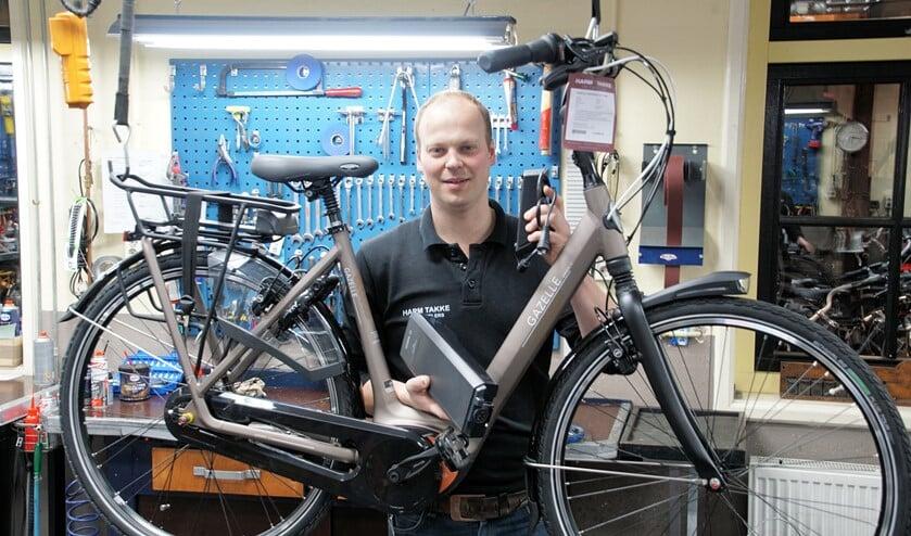 Martijn Takke met een E-bike. Foto; Frank Vinkenvleugel