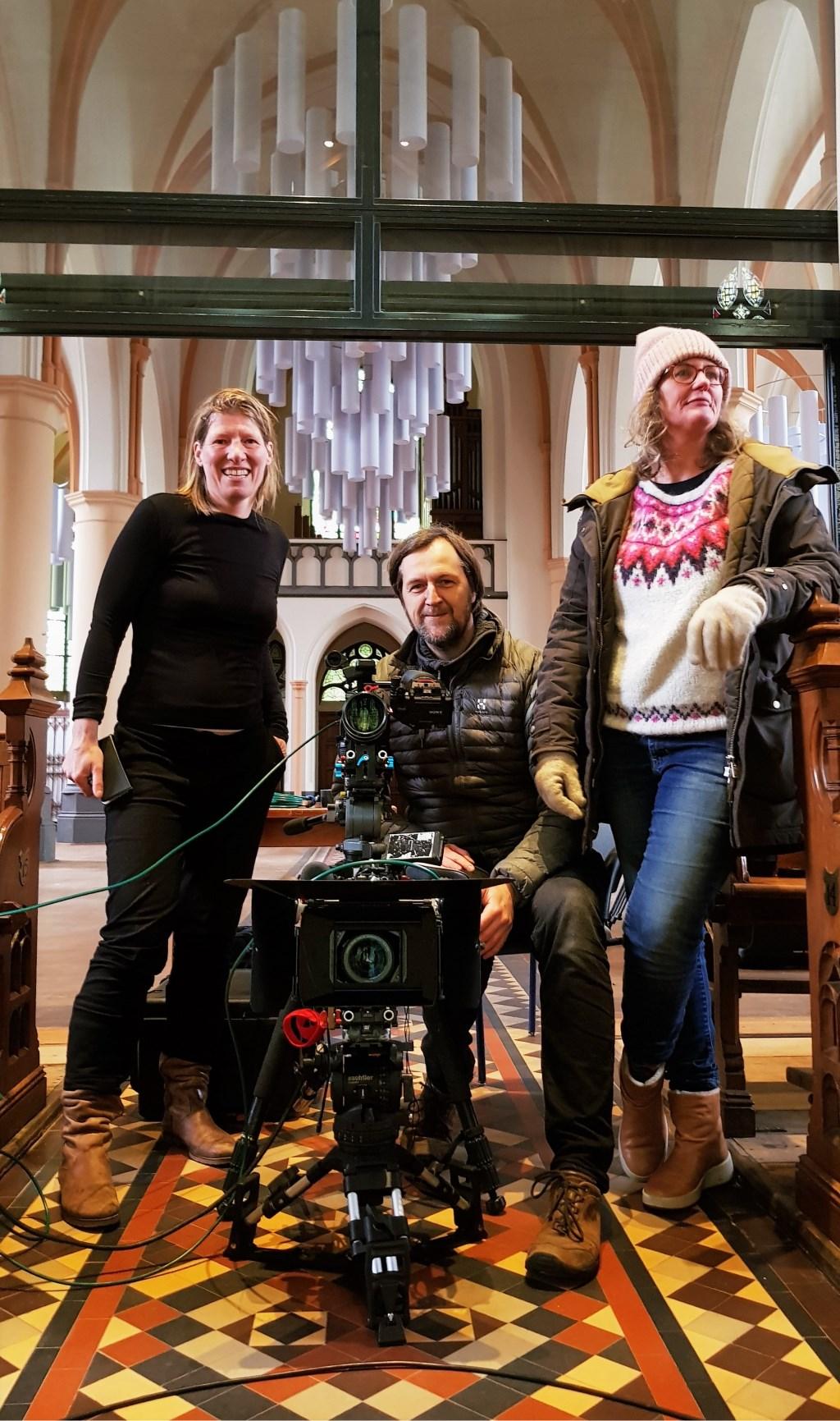 Marieke Spee, Coen van Ouwerkerk en Sabine Eijkholt tijdens de opname dag in de St. Martinuskerk. Foto: Alice Rouwhorst  © Achterhoek Nieuws b.v.
