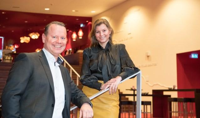 Wendy Verlaan met haar opvolger bij Rabobank Graafschap, Steven Enneman. Foto: Carlo Stevering