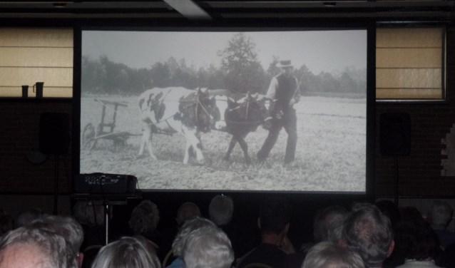 Dankbaar publiek bij de historische boerenbeelden. Foto: Jan Hendriksen