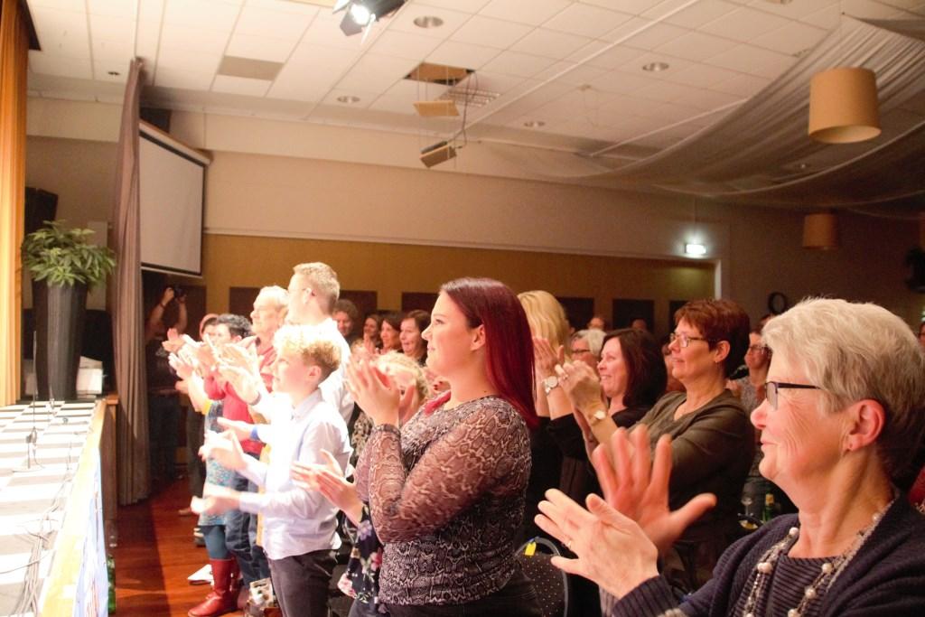 Minutenlange staande ovatie van het publiek. Foto: Annekée Cuppers  © Achterhoek Nieuws b.v.