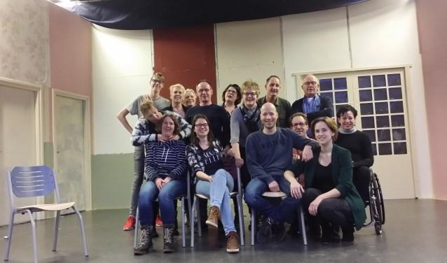De cast van 'Een droom van een huis' kijkt uit naar de voorstellingen. Foto: PR