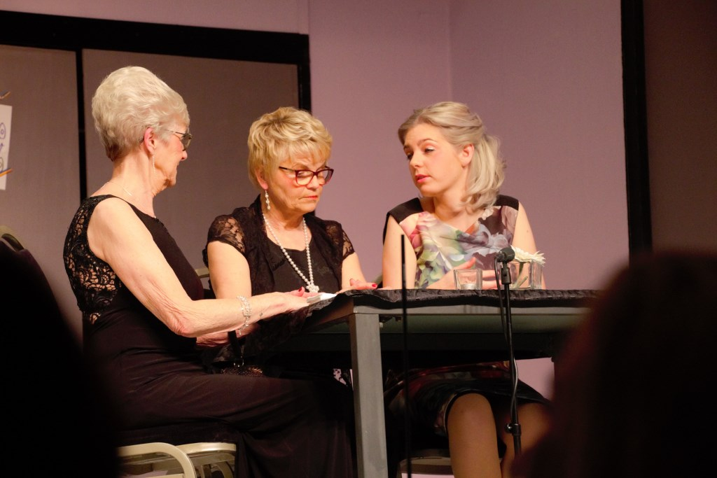 Vlnr: Anny van der Pennen, Marion Eekelder en Ilona Orriëns. Foto: Annekée Cuppers  © Achterhoek Nieuws b.v.