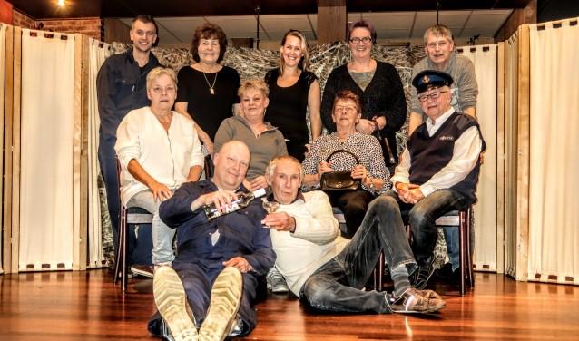 De leden van de Hengelose toneelvereniging repeteren wekelijks in zaal Leemreis. Foto: Luuk Stam