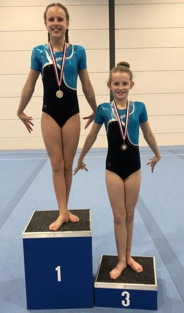 Linde en Jasmijn mochten samen op het podium plaatsnemen. Foto: PR