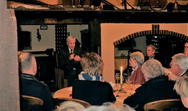 Jan Terlouw bezorgde leden Lionsclub Bronckhorst een inspirerende avond. Foto: PR