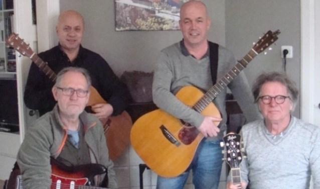 gitarist Luc ten Brinck treedt op met vrienden in Silvolde. Foto: PR
