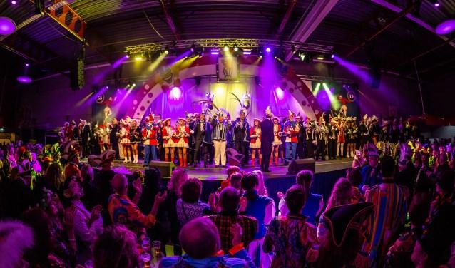 Pronkzitting XL met alle prinsen en gevolgen uit de hele regio. Foto: Marco Scheurink