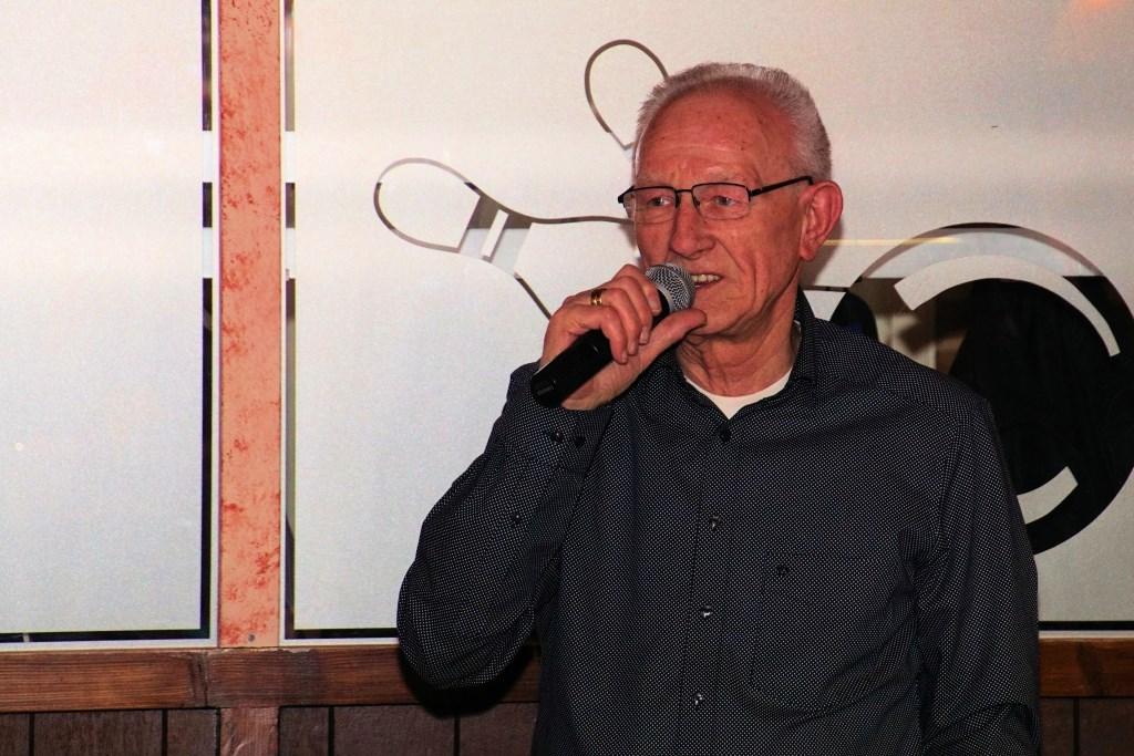 Bennie Steeman voert het woord. Tonnie Icking. Foto: Frank Vinkenvleugel  © Achterhoek Nieuws b.v.