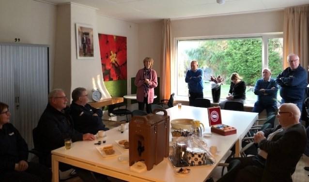 De aanwezigen worden welkom geheten in het nieuwe kantoor. Foto: PR
