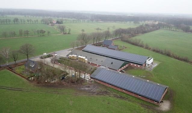 De boerderij, waarvan de daken een flink aantal zonnepanelen hebben gekregen. Foto: PR