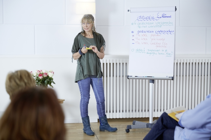 Marianne tijdens een Workshop the Work