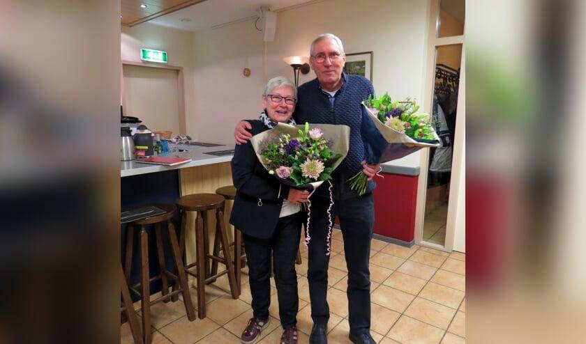 Aftredende bestuursleden Marijke Hilderink en Leo Rabelink. Foto: Fons Stapelbroek