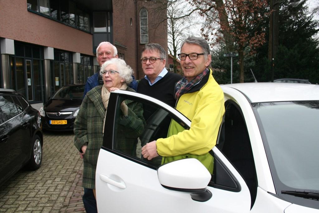 Van links naar rechts:Willem Oudsen, mevrouw Lodder, Harrie Garritsen en André van Kuppeveldt. Foto: Verona Westera  © Achterhoek Nieuws b.v.