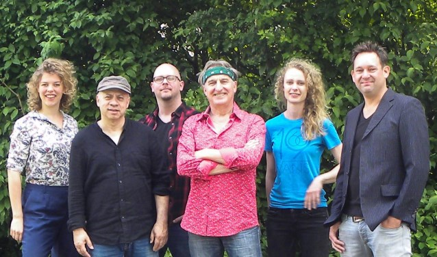 Jan Ottink met zijn band. Foto: PR