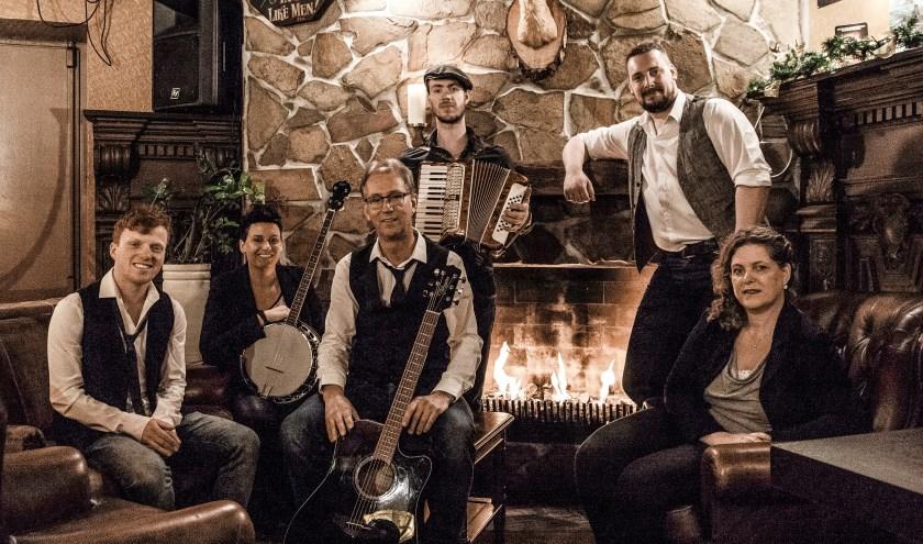 Folkband Lads 'n Lassies. Foto: Jos Roelofs