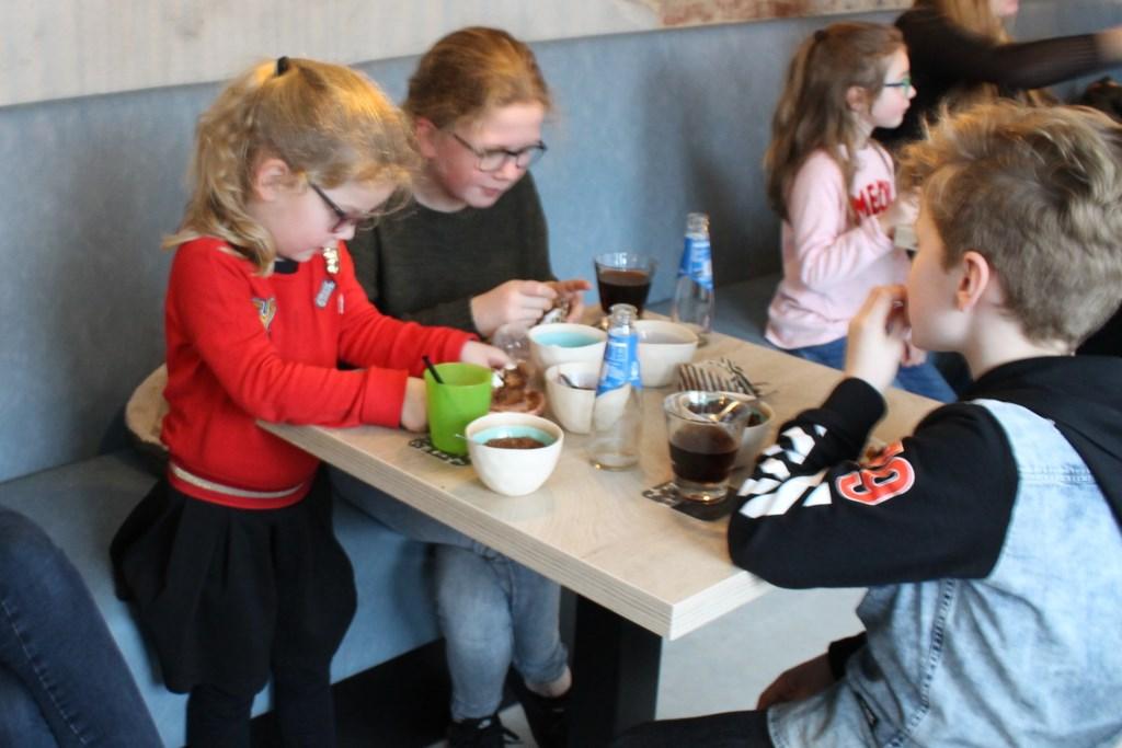 Veel belangstelling voor de workshops voor de kinderen. Foto: Kristel te Bokkel  © Achterhoek Nieuws b.v.