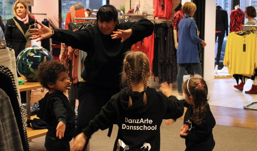 Dansen met Magali. Foto: Kristel te Bokkel
