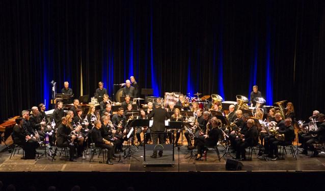 Het Open Fanfare Orkest met  dirigent Willem Zee. Foto: PR