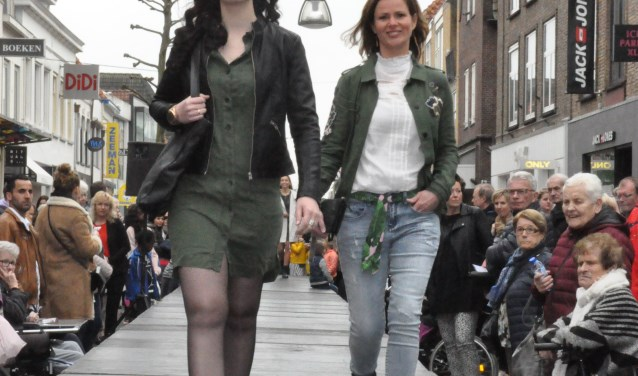 LKKR Doetinchem houdt Modeshows in de winkelstraten. Foto: PR
