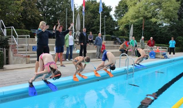 65 kinderen haalden hun diploma vorig seizoen voor het ZwemABC of Zwemvaardigheid. Foto: Jill Mellendijk