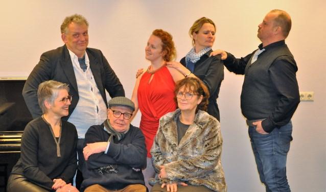 De cast van Thalia die 'Gebroken IJs' speelt. Foto: PR