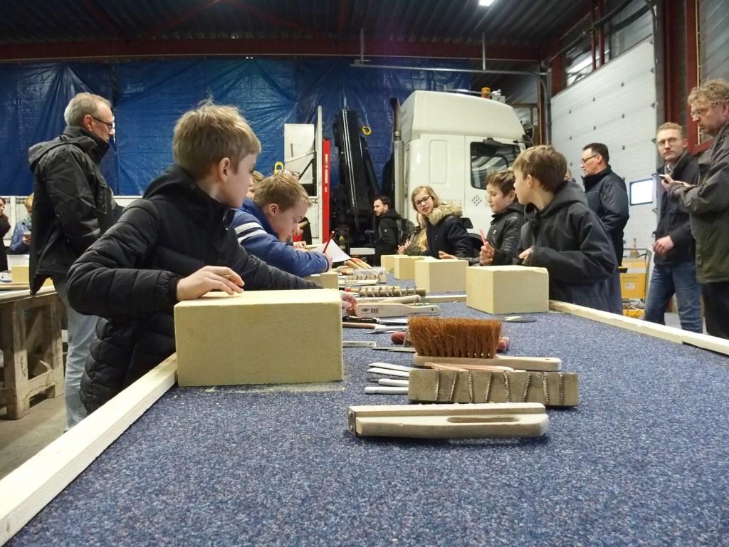 Leerlingen gingen zelf aan de slag. Foto: Kristel Wolterink  © Achterhoek Nieuws b.v.