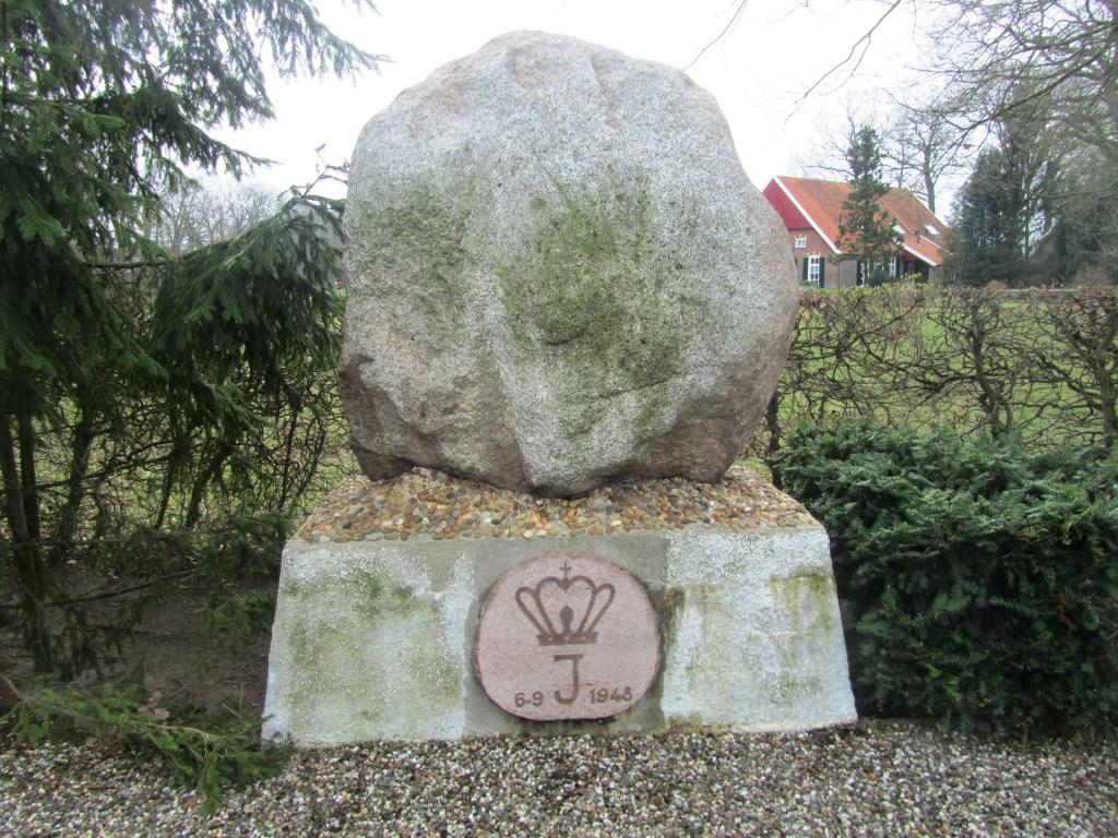 De grote steen van Ratum. Foto; Bernhard Harfsterkamp  © Achterhoek Nieuws b.v.
