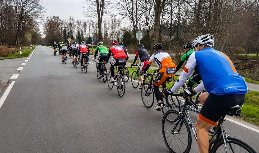 Gezellig samen fietsen. Foto: Henk ter Horst