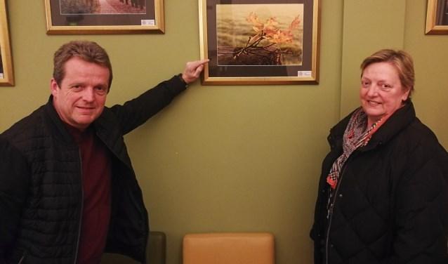 Voorzitter Leo Roest en secretaris/penningmeesterAns Landkroon van de Fotoclub Berkelland. Foto: Rob Weeber