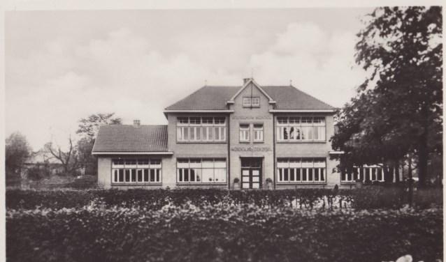Het Armenpad komt uit bij de Wilhelminaschool. Foto: Collectie Leo van der Linde