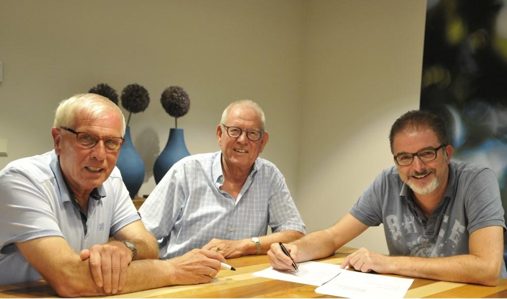 Algemeen bestuur GUV Goede doelen fonds, van links af Gerrit Bultman, Theo Teunissen en Marco van Lochem.Foto: Bert van Asselt  © Achterhoek Nieuws b.v.