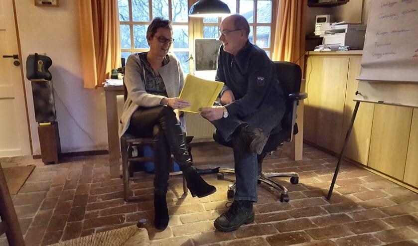 Marianne te Linde en Bennie Bruggink in gesprek over de plannen. Foto: Iris Jansen