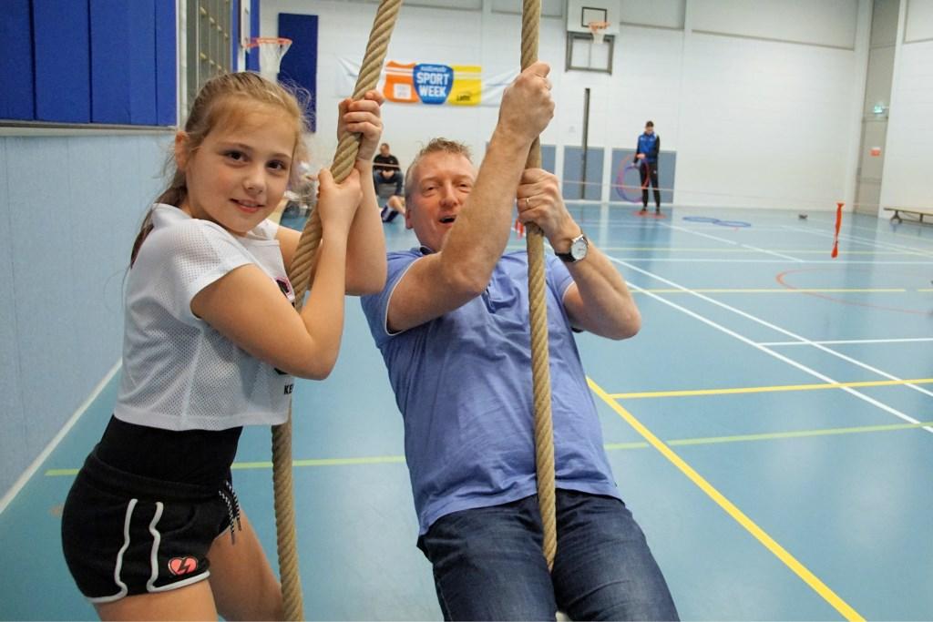 Tess en Johnnie Rexwinkel samen in de touwen. Foto: Frank Vinkenvleugel  © Achterhoek Nieuws b.v.