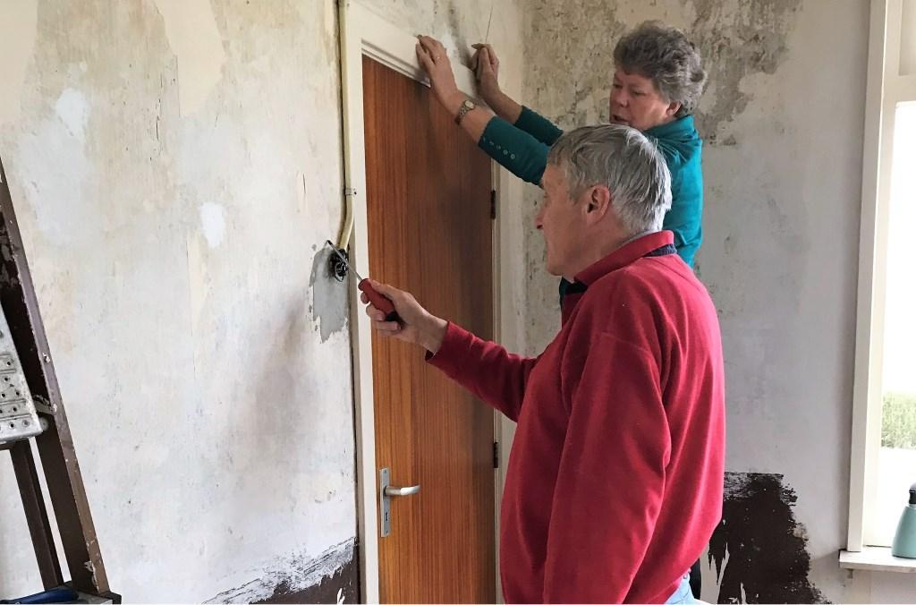 Vrijwilligers geven woonkamer metamorfose. Foto: PR  © Achterhoek Nieuws b.v.