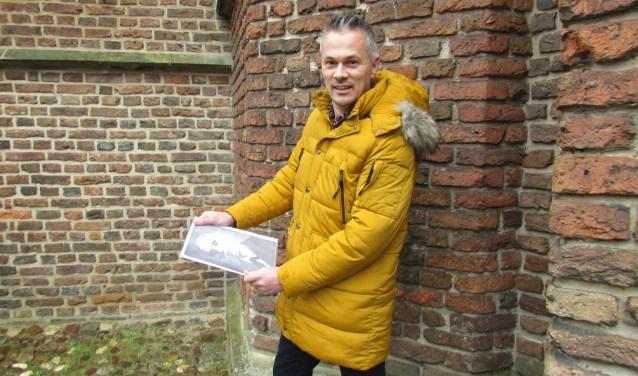 Peter Nieuwenhuizen op de plek waar het kunstwerk komt. Foto: Rob Stevens