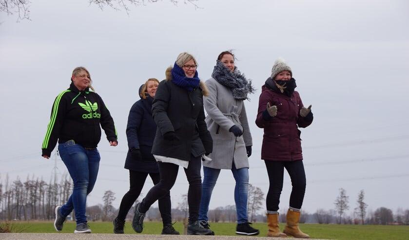 Wandelaars gezellig onderweg tijdens de Siberisch koude Hen & Weerum in 2018. Foto: Carlo Jansen