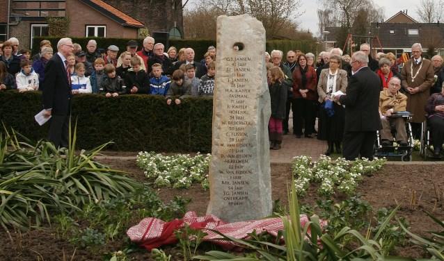 De onthulling van het V1 monument in 2011. Foto Jan Rossel