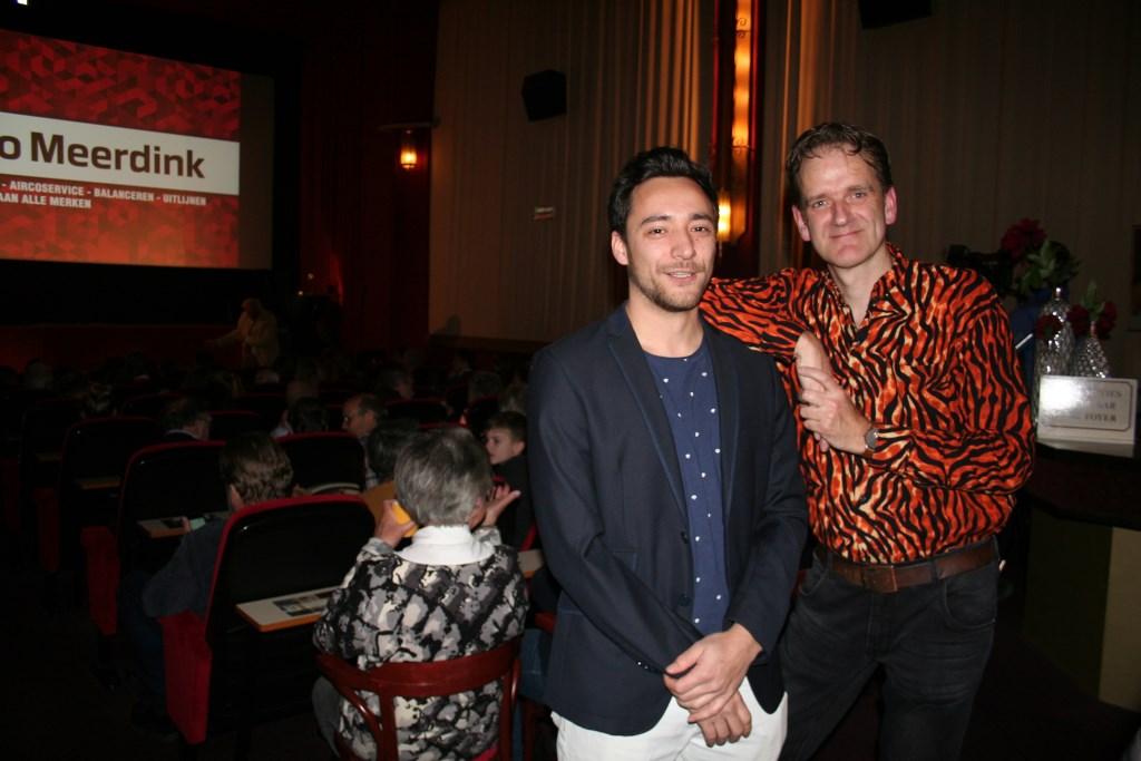 Filmmakers Lex Schelevis (rechts) en Ferry den Boer voor een bomvolle filmzaal tijdens de première. Foto: Verona Westera  © Achterhoek Nieuws b.v.
