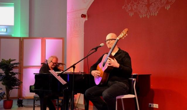 Ernst de Corte en Guus Westdorp brachten een eerbetoon aan Juul de Corte die meer dan drieduizend liedjes schreef. Foto: hjipsales.