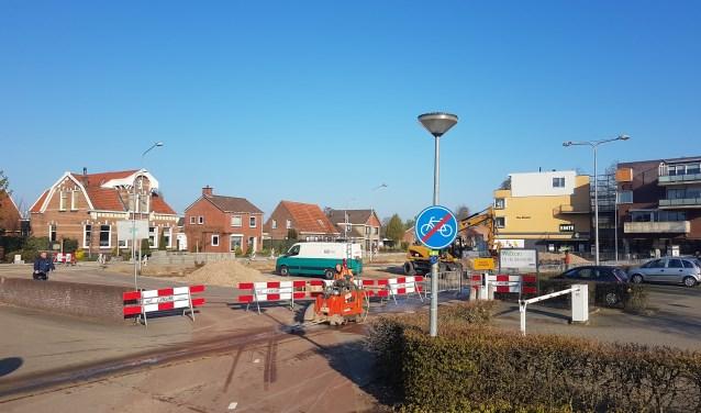 Werkzaamheden op de parkeerplaats van nu nog de Emté en binnenkort de Jumbo. Foto: Mark Ebbers