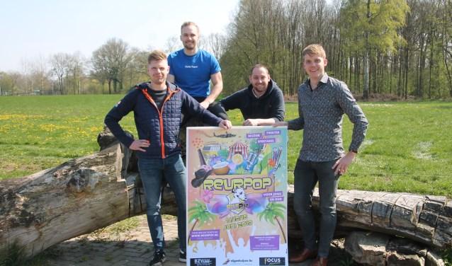 Van links naar rechts Martijn Fokkink, Bastiaan Brinkman, Niels Blikman en Luuk Rouwhorst kijken samen al weer uit naar Reurpop. Foto: Lydia ter Welle