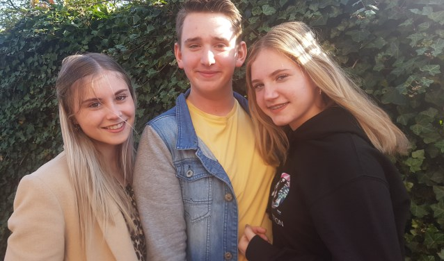 Vlnr. Evie Legro, Twan Roos en Fem Gelinck gaan naar het EK en het WK Hiphopdans. Foto: Kyra Broshuis