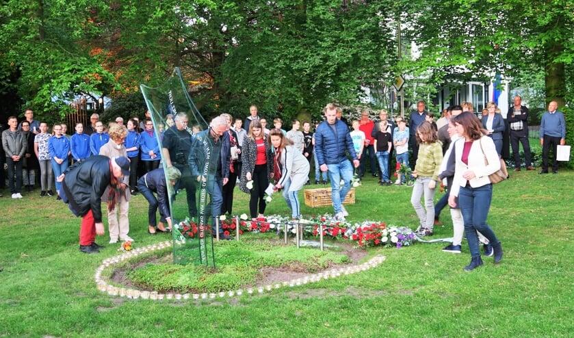 Een beeld van de Dodenherdenking 2018 in Groenlo. Foto: Theo Huijskes