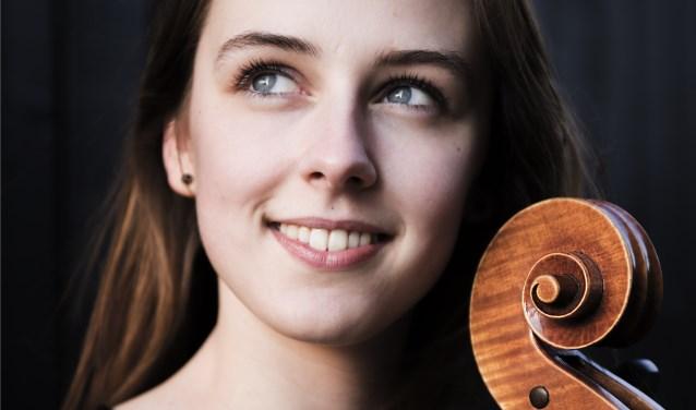 Celliste Wytske is te gast bij Kleinkoor Vivente. Foto: Marije van den Berg