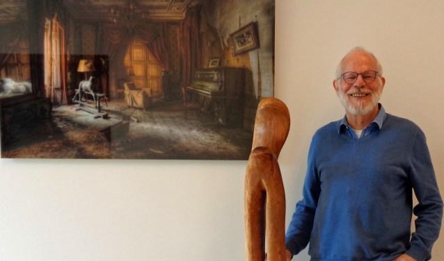 Harry Lankveld met een sculptuur. Foto: PR